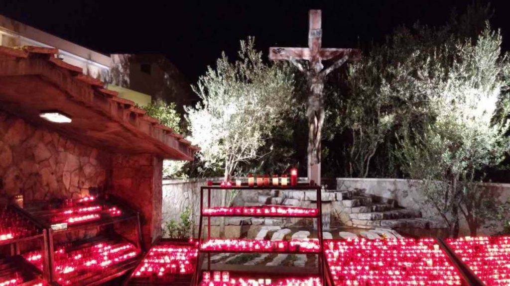 """Medjugorje"""" width = """"640"""" height = """"359"""" srcset = """"https://www.lalucedimaria.it/wp-content/uploads/2014/12/Medjugorje-4 -1024x575.jpg 1024w, https: //www.lalucedimaria.it/wp-content/uploads/2014/12/Medjugorje-4-300x169.jpg 300w, https://www.lalucedimaria.it/wp-content/uploads / 2014/12 / Medjugorje-4 -768x431.jpg 768w, https://www.lalucedimaria.it/wp-content/uploads/2014/12/Medjugorje-4-696x391.jpg 696w, https: //www.lalucedimaria .it / wp-content / uploads / 2014/12 / Medjugorje-4-1068x600.jpg 1068w, https://www.lalucedimaria.it/wp-content/uploads/2014/12/Medjugorje-4-748x420.jpg 748w, https: //www.lalucedimaria .it / wp-content / uploads / 2014/12 / Medjugorje-4.jpg 1200w """"sizes ="""" (max-width: 640px) 100vw, 640px """"/> </h2> <h2>  The performances with Marija Pavlovic </h2> <p>  Marija Pavlovic became born on April 1, 1965 in a hamlet in Citluk, is married since 1993, has 4 children and lives between Italy and Medjugorje Gospa nine of the ten secrets. At first he received weekly news, on Thursday, January 25, 1987, instead the frequency was monthly. For this reason, on the 25th of each month, the visionary of the parish of St. James in Medjugorje transmitted the text of what the Queen of Peace had proposed to ensure its dissemination. </p> <p><strong>  Keep track of all our news on the new Google News service HERE </strong></p> <div class="""