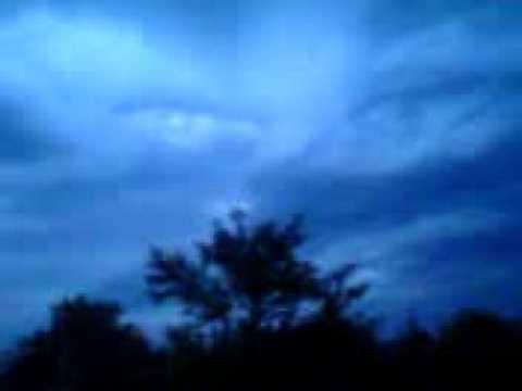 Anche dal Cielo segni a dir poco inquietanti…! (VIDEO)
