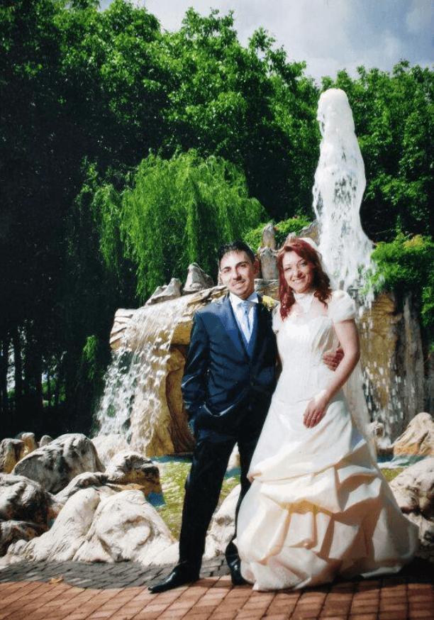 Foto miracolosa la Madonna Appare nel getto d'acqua sopra gli sposi (foto)
