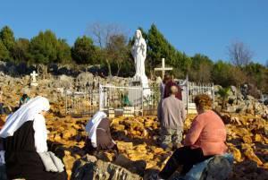 people_praying_Medjugorje