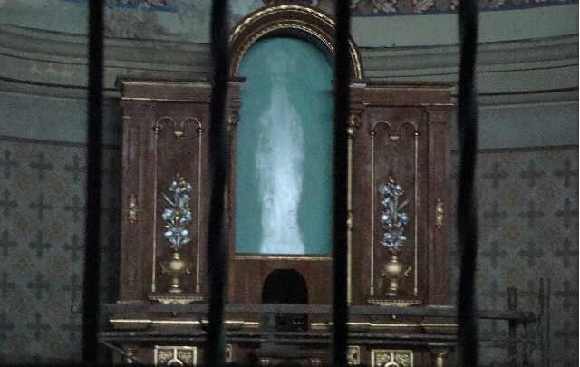 La Statua non c'è ma nella Foto si Vede la Madonna!