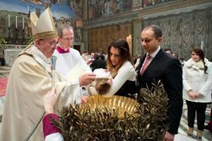 Come-fare-per-chiedere-battesimo-Papa-Francesco