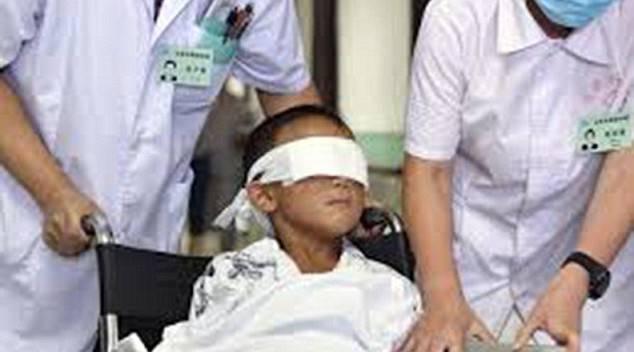 Donna satanista strappa gli occhi al figlio di 5 anni, ecco cosa fa il demonio