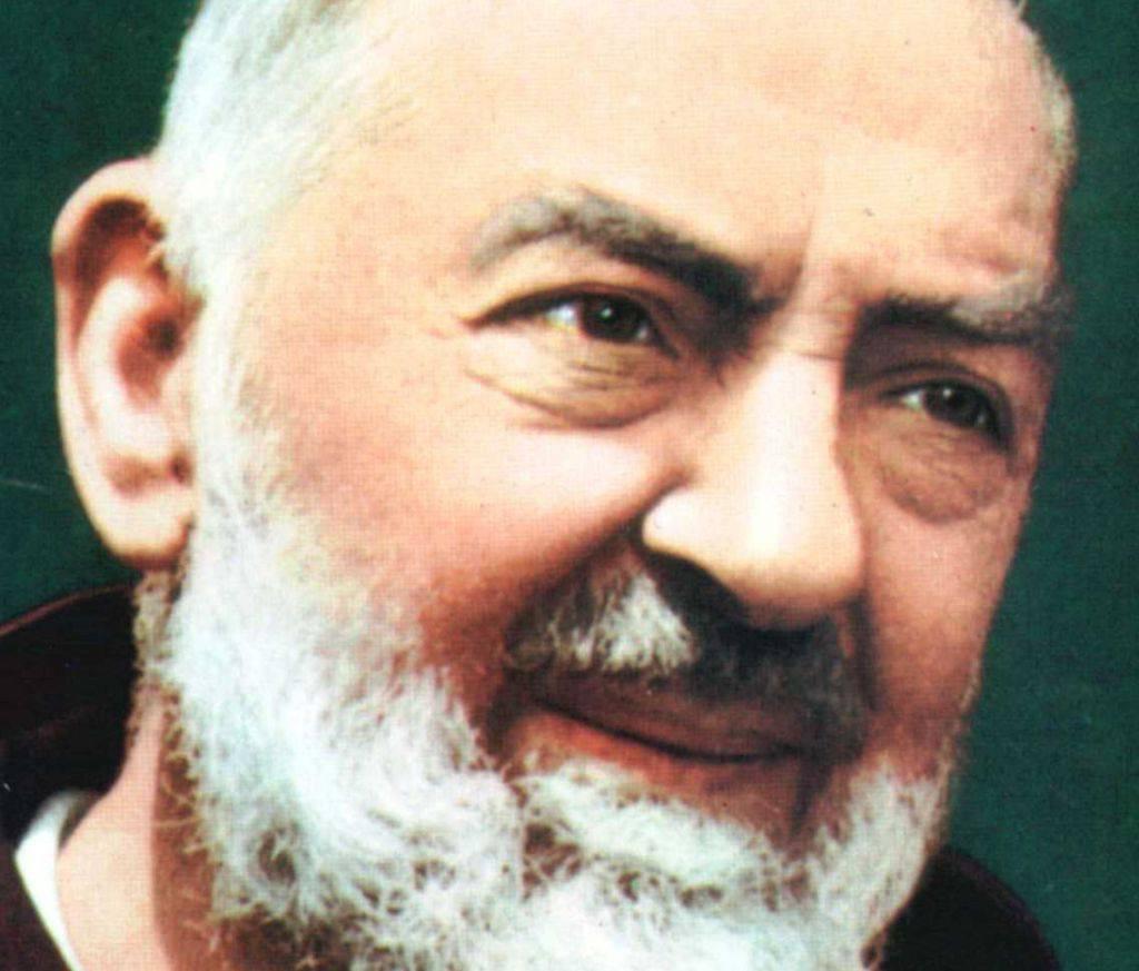 Perché Padre Pio sventolò una tovaglia dalla finestra della sua cella?