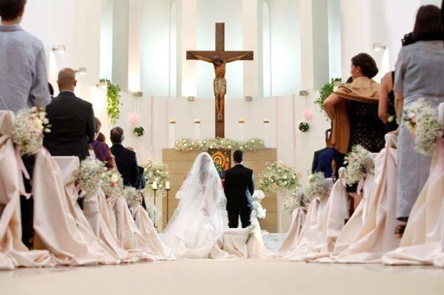 Matrimonio Simbolico In Chiesa : Sposarsi in chiesa rende più saldo il matrimonio la