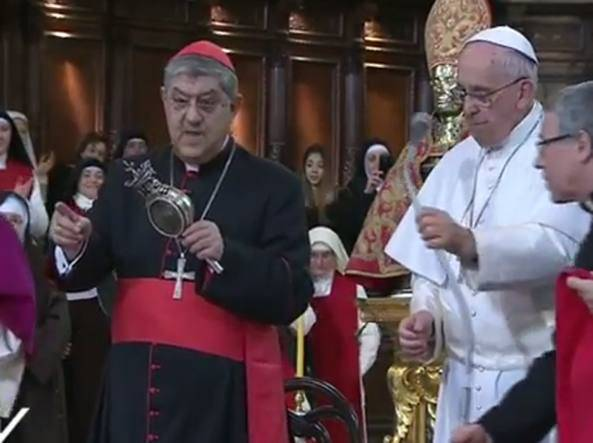 "Papa Francesco: ""fa sciogliere il sangue di San Gennaro"" (Video)"