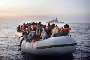 Immigrazione: a Salerno nave con 1044 migranti a bordo