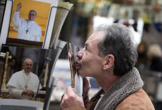 Papa Francesco:Poveri in prima fila al concerto di beneficenza in Vaticano.