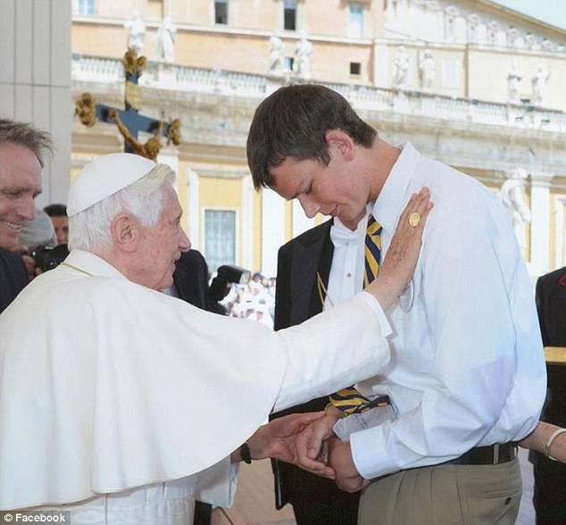Peter Srsich, un miracolo di Papa Benedetto XVI