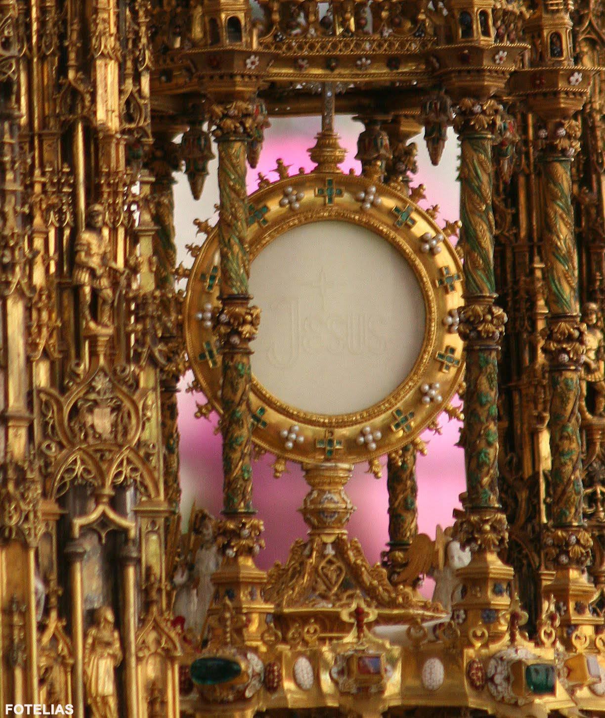"""L'omaggio di un popolo al """"RE DEI RE"""". (Video) Toledo la più grande processione del Corpus Domini al Mondo"""