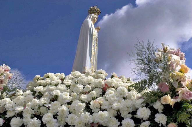 Il popolo libanese si affida alla Madonna di Fatima.