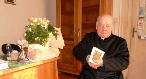 Si chiama Monsignor Bruno Fava, ha 90 anni e combatte il demonio