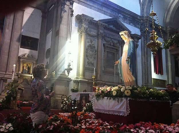 Ecco come la Madonna protegge le nostre  famiglie da satana.