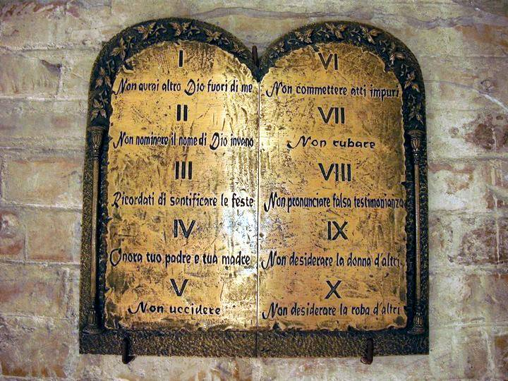 Quali sono i peccati contro il secondo comandamento.