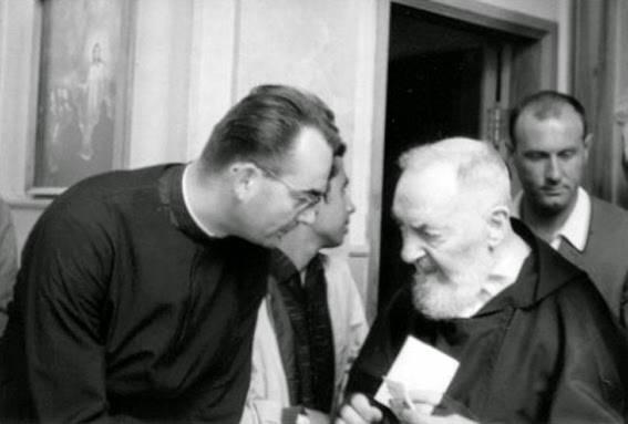 Abbé Derobert con Padre Pio 567 contr