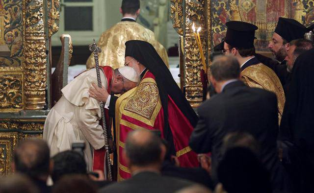 Pope Francis (L) and Ecumenical Patriarch Bartholomew I (R) during the Ecumenical prayer at in Istanbul, 29 November 2014. The pontiff concludes his visit 30 November when he will continue visiting key sites of the city's Byzantine and Ottoman heritage.  ANSA/ALESSANDRO DI MEO