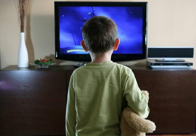 i-bambini-e-la-tv-come-non-farli-diventare-prigionieri-dello-schermo