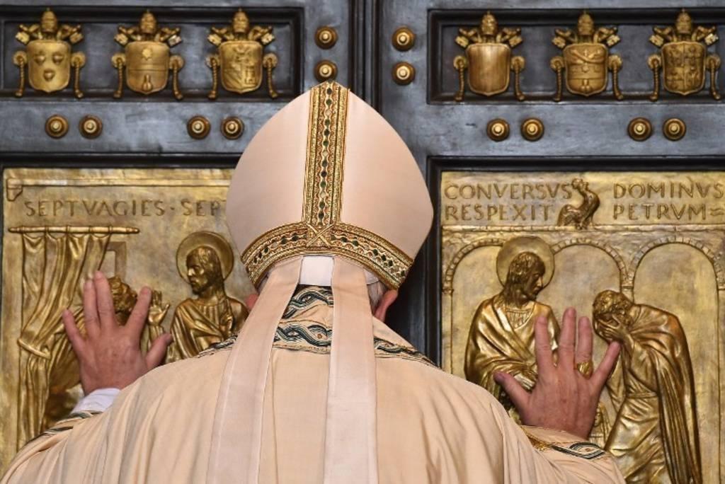 700_dettaglio2_Papa-apre-Porta-Santa