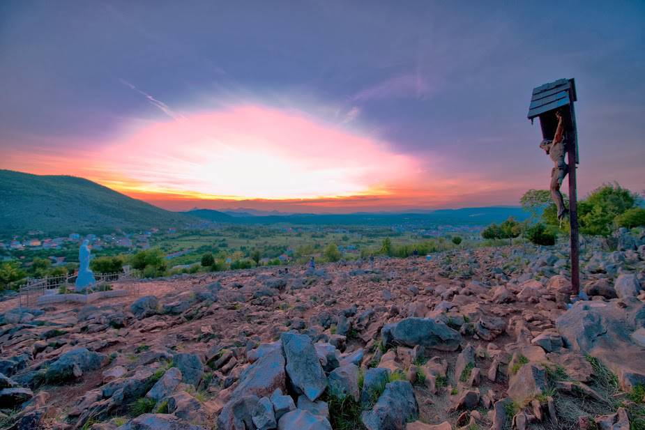 Sonnenuntergang-auf-dem-Podbro-Medjugorje-Herzegowina-a21123745
