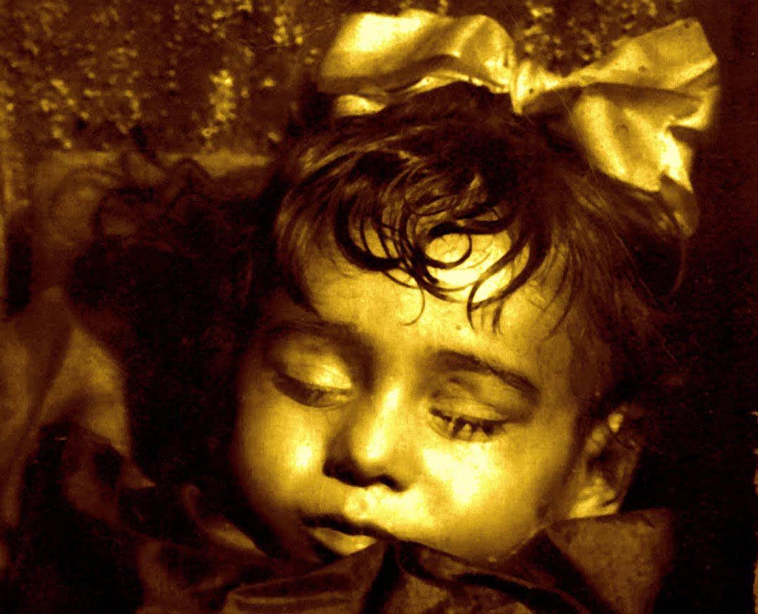 La Mummia bambina che apre gli occhi ogni giorno ...