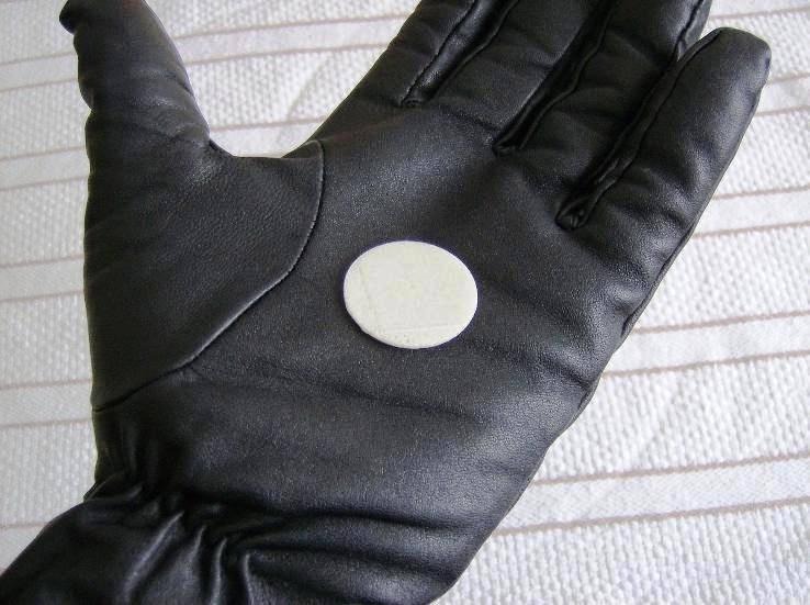 09_03_17_glove03