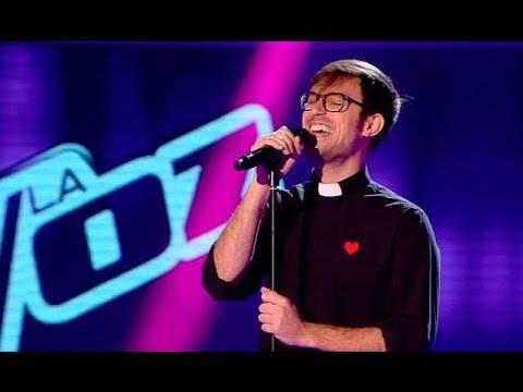 Un prete così lo vorremmo in tutte le Parrocchie.Video eccezionale.