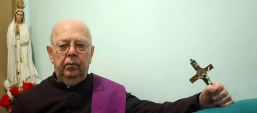 Padre Amorth: Ci svela i trucchi di satana e della massoneria..(Video)