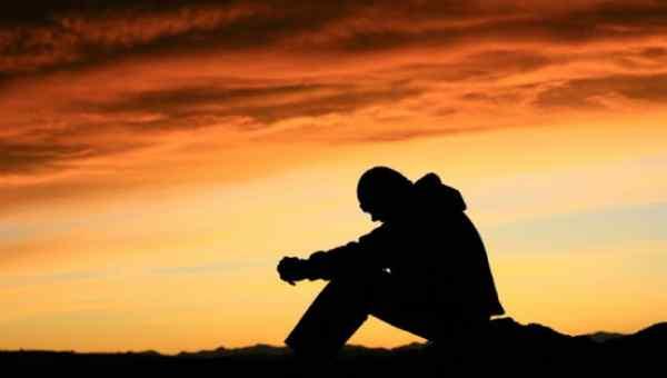 pregare-giovane-che-prega