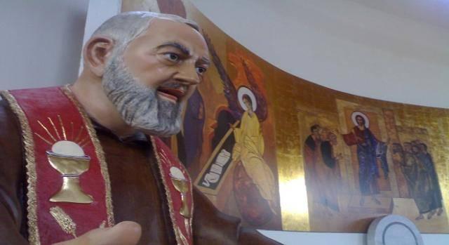 statua-di-padre-pio-in-una-chiesa-di-crotone_379975