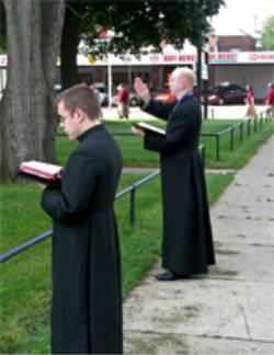Priests-Praying-at-Abortion-Mill