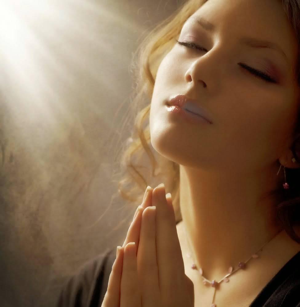 donna-in-preghiera