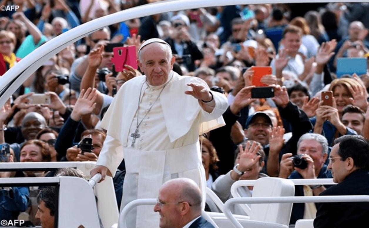 Papa Francesco: il mondo ha bisogno di misericordia, mai condannare l'altro