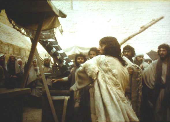 Gesù quando scaccia i mercanti dal tempio, non era accecato dall'ira