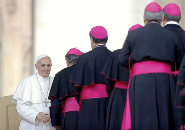 francisco-con-los-obispos