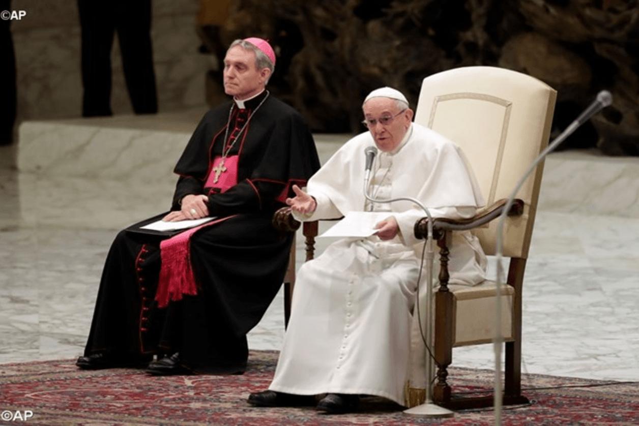 Papa Francesco: le false speranze negli idoli ci tolgono felicità