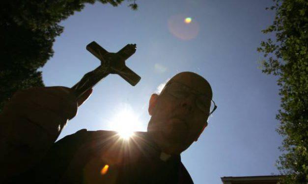 Questa e la più potente Preghiera di Liberazione scritta e consigliata da Padre Gabriele Amorth