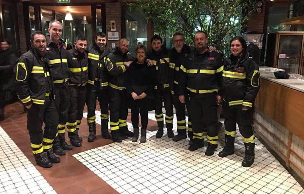 """I pompieri del soccorso arrivano stanchi e affamati , il proprietario del ristorante""""La cena non la pagate"""""""