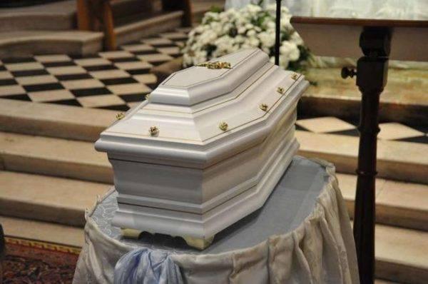 Cisterna in lutto per i funerali di Alessia e Martina