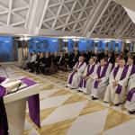 Papa Francesco: fede è andare avanti con la vita che si ha, l'accidia paralizza