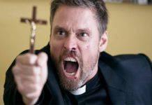 Rischi di un prete durante un esorcismo
