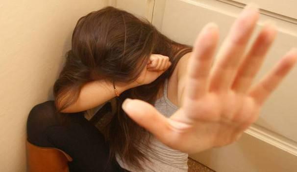 !4 anni abusata dal padre scoperto a scuola