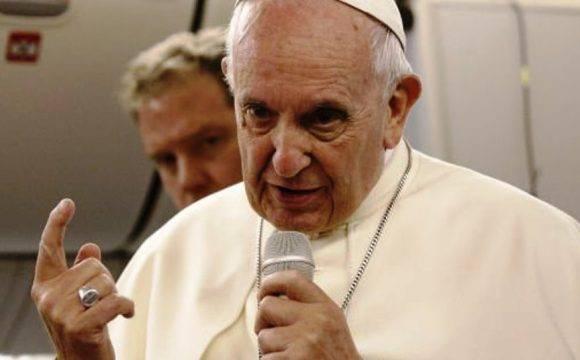 Il Papa prega per chi gli è contro