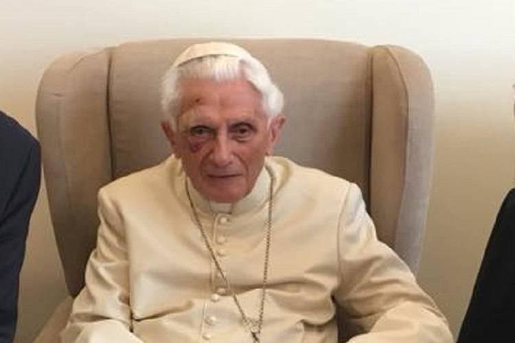 Il papa emerito lancia un monito