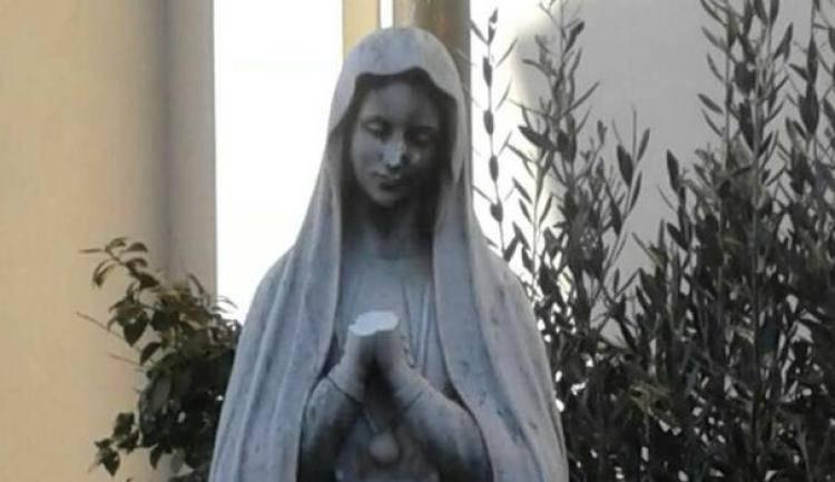 Statua della Madonna mutilata da vandali