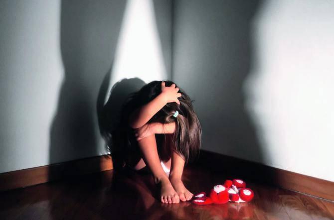 facevano prostituire figlia 9 anni arrestati genitori