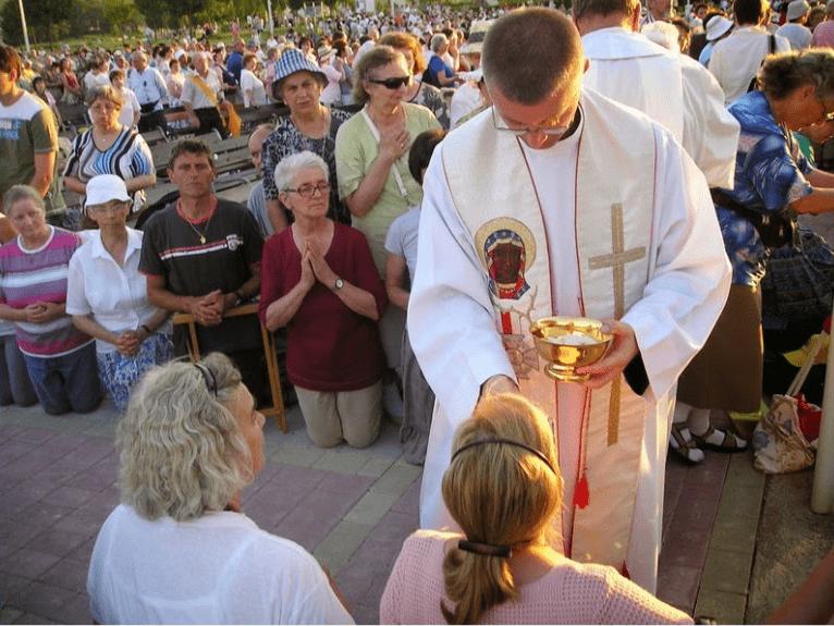 """Testimonianza da Medjugorje: """"Come presi la comunione il mio cuore si scaldò"""""""