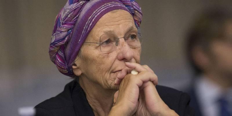 Emma Bonino tiene il comizio in chiesa, il movimento pro life insorge