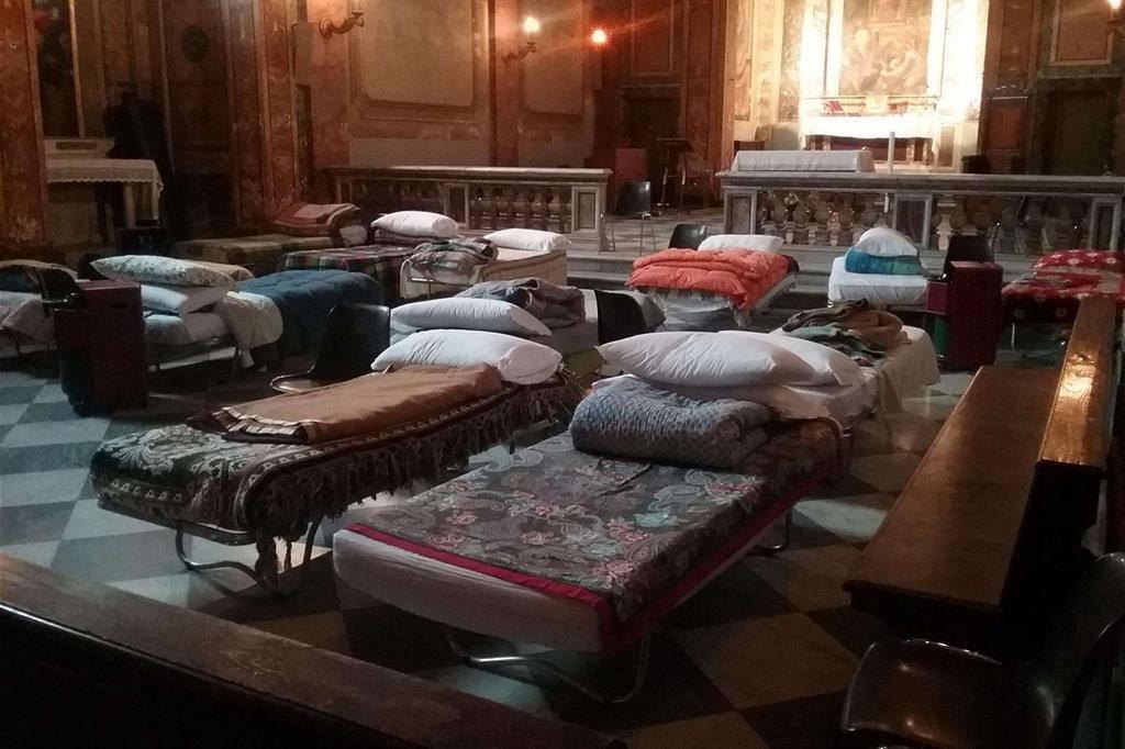Una chiesa chiusa apre ai senzatetto