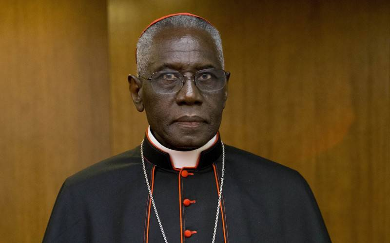 "Cardinale Sarah: ""Il diavolo ci vuole far dimenticare come ricevere l'Ostia"""