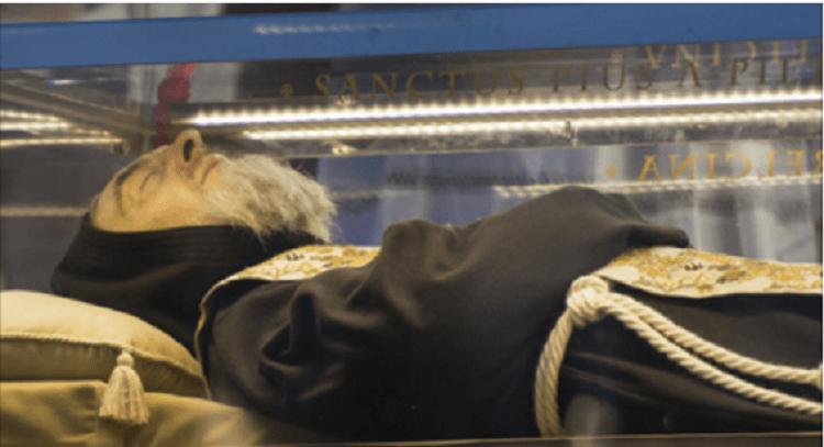 Padre Pio: Tutto il mondo parla del corpo e della sua santità